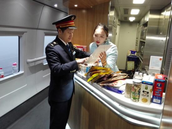 """""""春运即将到来,青岛客运段为旅客打造干净舒适回家路"""""""