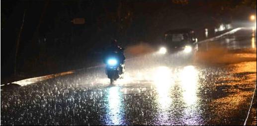 新日电动车在阴雨天气里,依然安全行驶