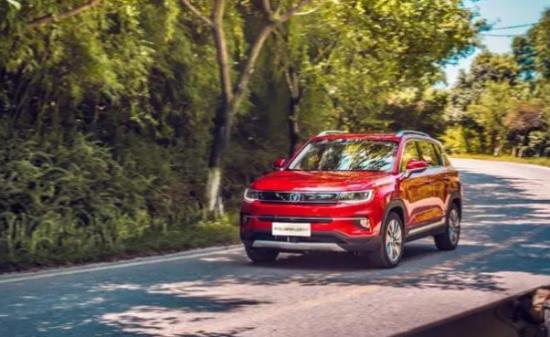 年轻必拥有一款精致的SUV 长安CS35PLUS智能化出行 安全一路相伴