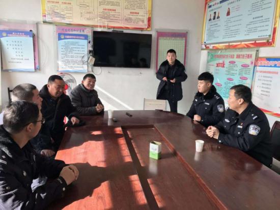 鹿邑县经侦大队组织开展送平安活动