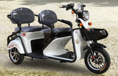 金彭电动三轮车哪个型号适合老人骑?主要还得看以下几点