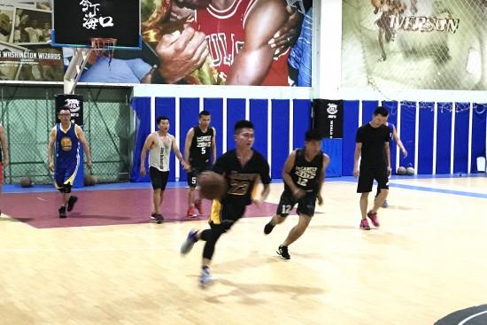 无忌海项目部与虹桥花园项目部举行篮球友谊赛