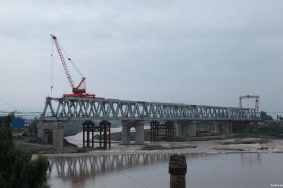 中铁九局承建双线特大桥钢桁梁拼装架设工作顺利结束