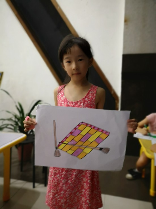 荆华美术推广香港美术教育理念,大受家长与儿童欢迎