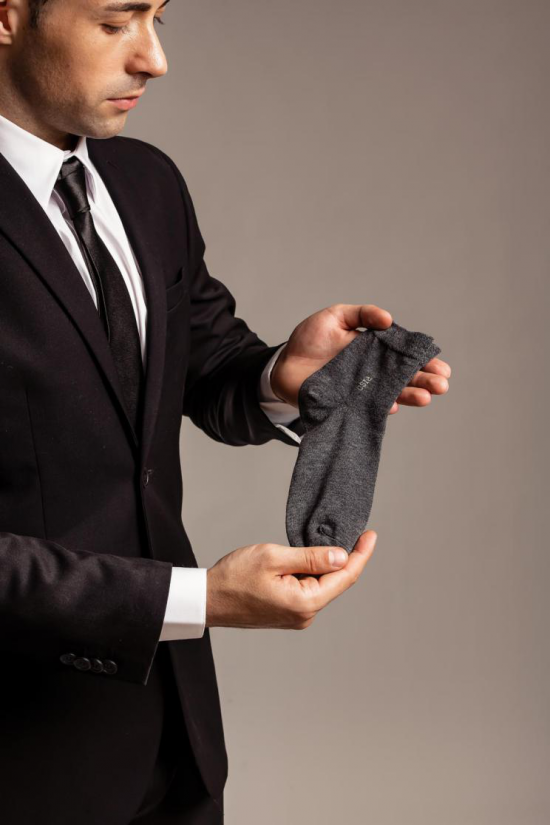 RISO棉袜细工艺细腻,彰显现代时尚感