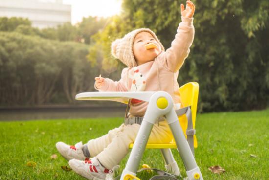 """方便小巧易携带,APRAMO宝勒姆宝宝餐椅伴随孩子共同成长"""""""