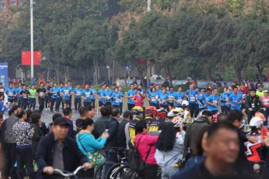 2019泉城(济南)马拉松今日举办,济南经纬嘉园社区医院为赛事提供医疗保障