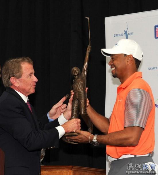 老虎伍兹一生最值得骄傲的奖杯-查理高尔夫奖杯