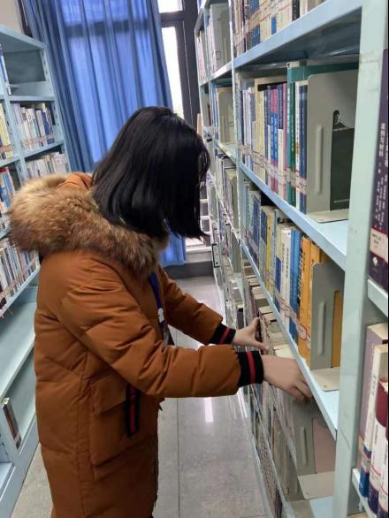 石大学子图书馆整理活动