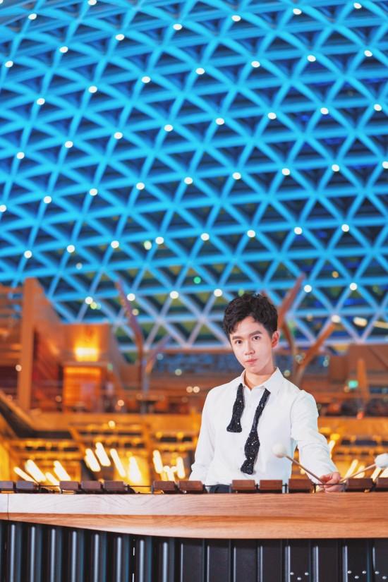 澳門吉尼斯紀錄天幕下 馬林巴木琴演奏家喬峰演繹《七子之歌》