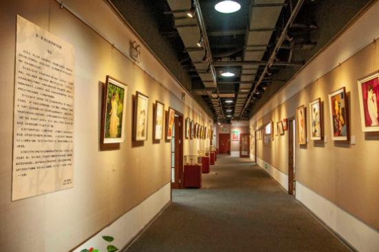 第二届上海成人美术教育研讨会在八哥美术学校召开