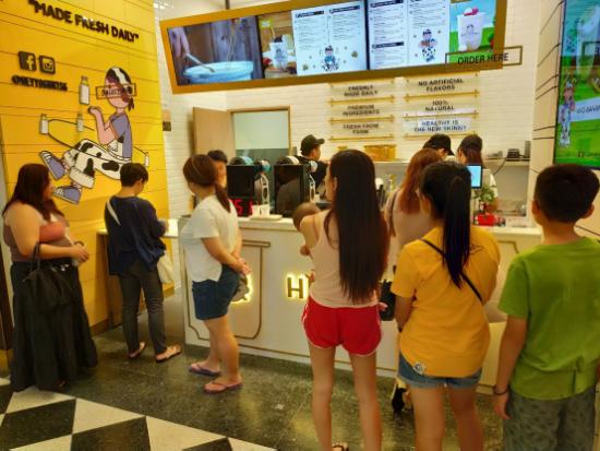 HEY YOGURT有桃酸奶亚洲首店在新加坡盛大开业
