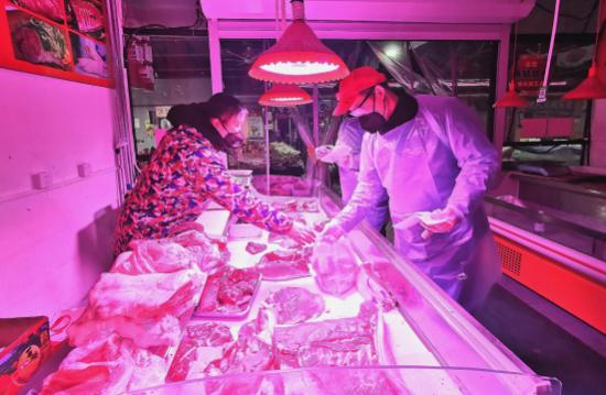 """""""平价菜,免费送""""——疫情期间的温情菜市场"""
