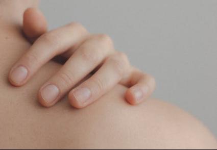 为什么荨麻疹总是治不好?那是因为护理没到位。