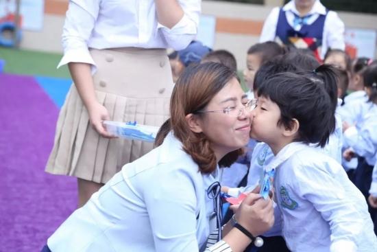 w88优德中文版克拉幼儿园:用爱做教育,用心做幼师--致最可爱的人!