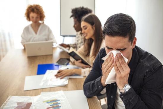 过敏性鼻炎换季频发,面对国庆长假该何去何从?利敏舒给你答案