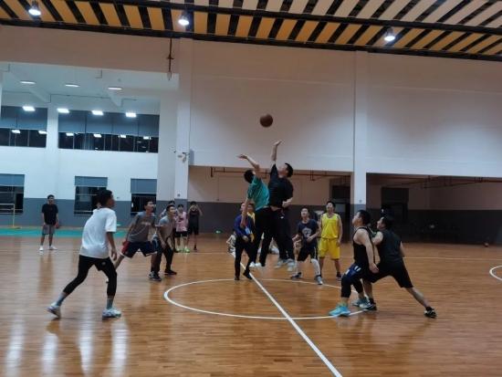 燃!首次师生篮球友谊赛来袭,热血现场精彩奉上