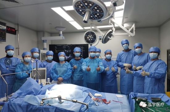 竑宇医疗V-Clamp手术海外成功发布 开启全球宠物犬二尖瓣反流治疗新时代