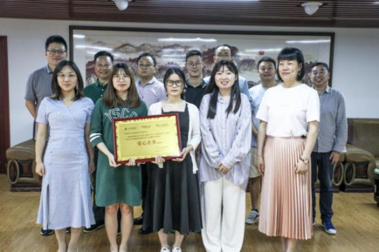 """东方阳光教育积极参与青少儿公益事业,荣获""""爱心企业""""称号"""