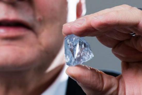 钻石与化妆品-钻石与肌肤的触碰?钻石化妆品有科学根据的效果